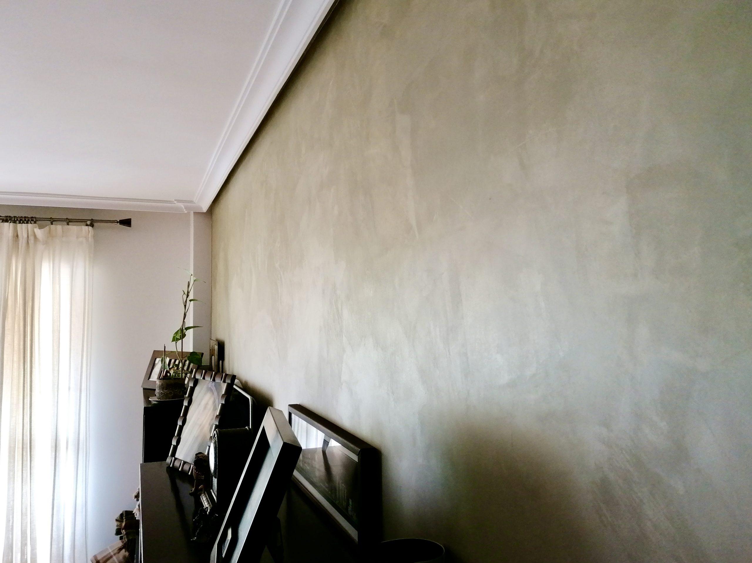 Alisado de paredes, acabado en Laca metalizada.