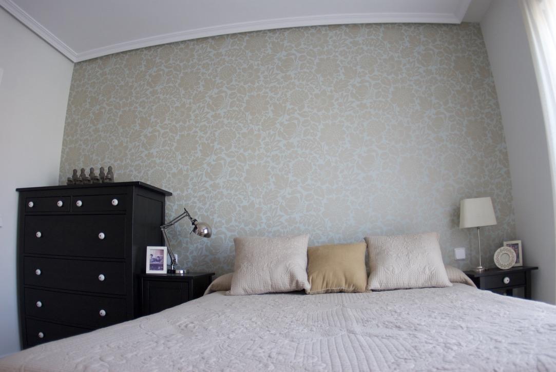Empapelado de cabecero de dormitorio en Rivas Vaciamadrid