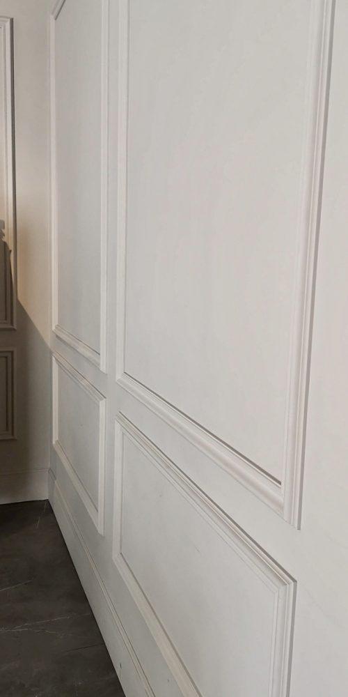 Zócalo de escayola en pared